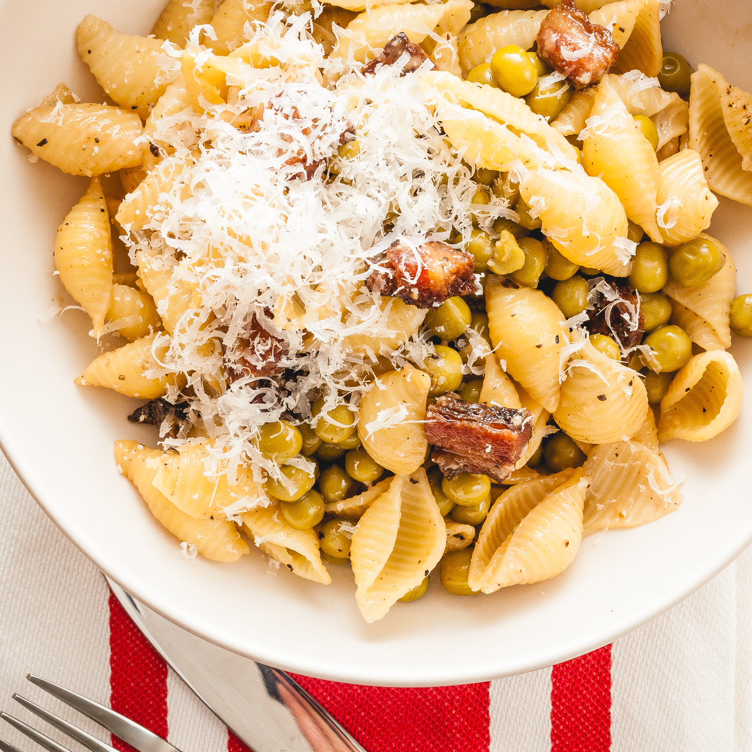 bacon and pea pasta with parmesan